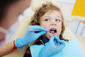 Milk teeth extraction for kids