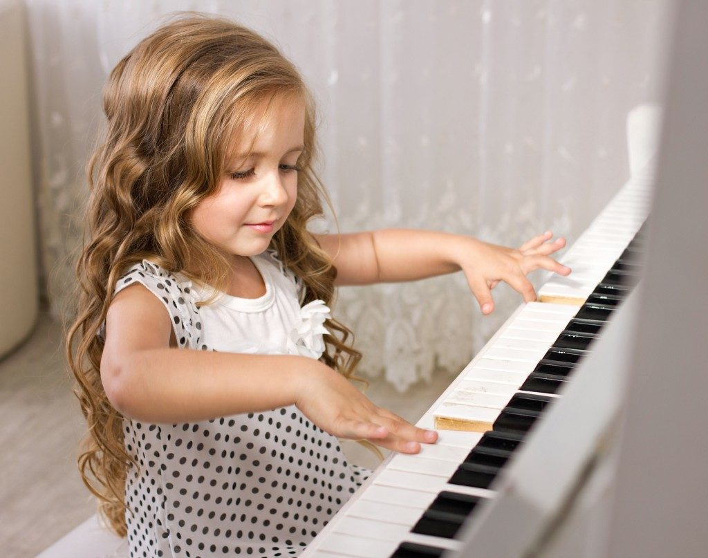 learning how to play the piano